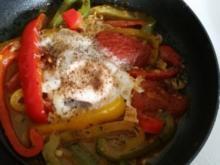 Pfannengerichte: Gemüsepfanne mit Spiegelei - Rezept