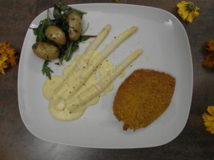 Kichererbsenschnitzel mit weißem Spargel, Sauce Hollandaise und Kartoffeln im Kräuterbett - Rezept