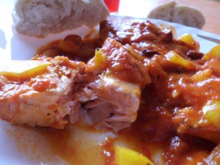 Pfannengericht: Spanische Tomaten-Paprika-Pfanne mit Wildlachs - Rezept