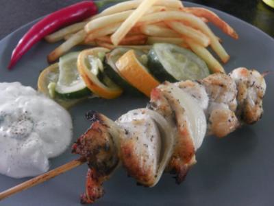 Gyros-Spieß vom Huhn mit Tzatziki und geröstetem Zucchini-Gemüse - Rezept