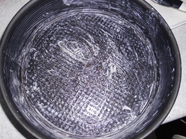 Gabi's erster Pflaumenkuchen mit Pflaumen aus Nachbar's Garten - und auch letzer Kuchen - Rezept - Bild Nr. 7