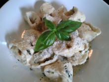 Tortellini mit Hähnchen-Frischkäse Füllung und Kräuter Sahne Sauce - Rezept