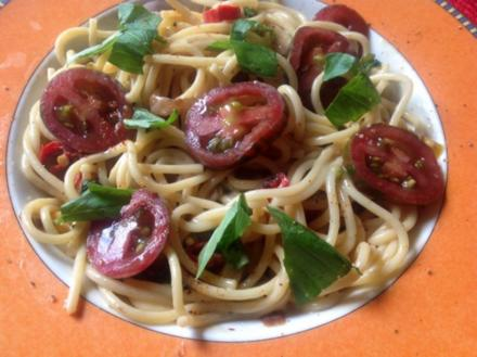 Spaghetti mit einer scharfen Orangen-Basilikum-Sauce - Rezept