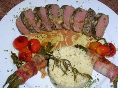 Lammlachse, NT gegart, an Bohnenbündelchen, Couscous, geschmorte Tomaten - Rezept