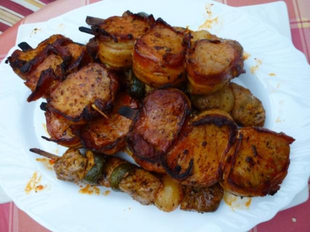 Würzig marinierte gegrillte Fleischspieße mit Nudelsalat - Rezept - Bild Nr. 2