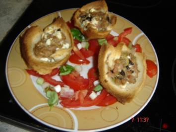 Feta-Hack-Törtchen mit Tomatensalat - Rezept