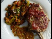 Gegrilltes Kalbskotelett mit Oliven-Pfifferling-Gemüse und gelber Paprikasalsa - Rezept