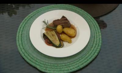 Rezept: Marinierte Rinderfiletsteaks mit Grillgemüse und Schwenkkartoffeln