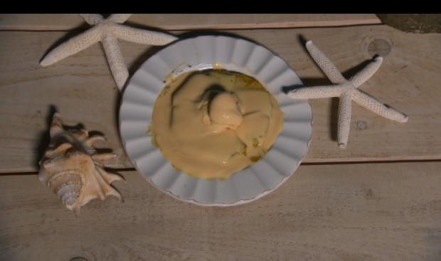 Gegrillte Ananas mit Vanille - Eis und Advokaat - Rezept