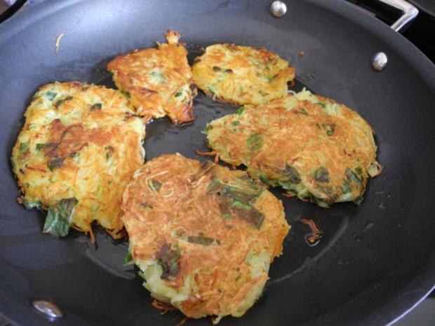 Kartoffelröstis mit Frühlingszwiebeln an Budwig-Quark mit Salatmix - Rezept - Bild Nr. 5
