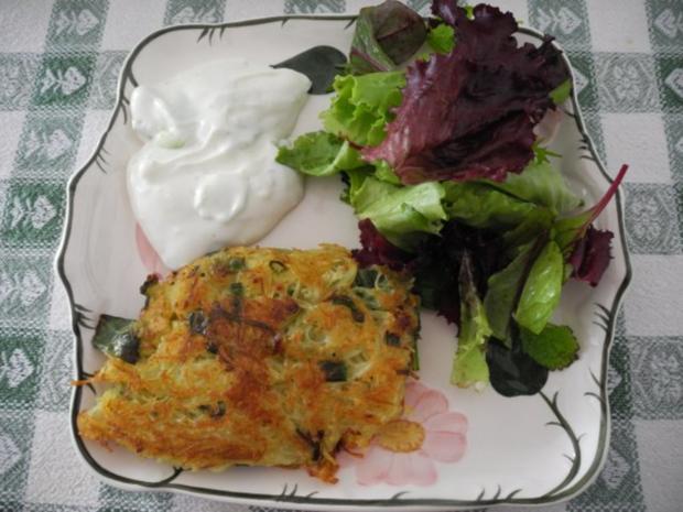 Kartoffelröstis mit Frühlingszwiebeln an Budwig-Quark mit Salatmix - Rezept - Bild Nr. 2