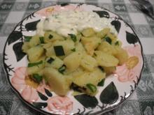 Kartoffelschnitz mit Frühlingszwiebeln dazu Budwig-Quark mit Kurkuma - Rezept