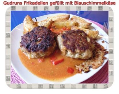 Hackfleisch: Gefüllte Frikadellen mit Blauschimmelkäse und Tomaten-Gorgonzolasoße - Rezept