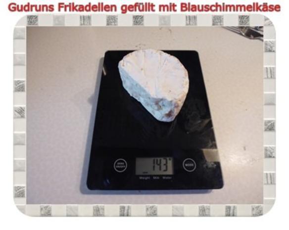 Hackfleisch: Gefüllte Frikadellen mit Blauschimmelkäse und Tomaten-Gorgonzolasoße - Rezept - Bild Nr. 5
