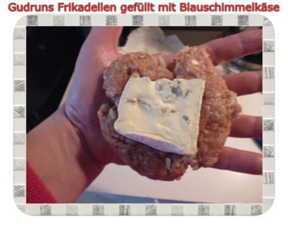 Hackfleisch: Gefüllte Frikadellen mit Blauschimmelkäse und Tomaten-Gorgonzolasoße - Rezept - Bild Nr. 6