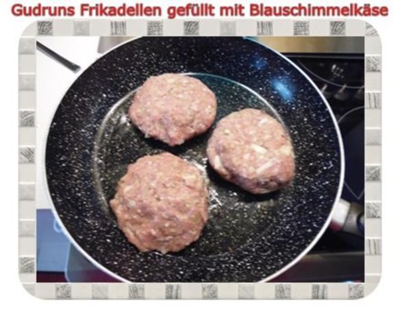 Hackfleisch: Gefüllte Frikadellen mit Blauschimmelkäse und Tomaten-Gorgonzolasoße - Rezept - Bild Nr. 7