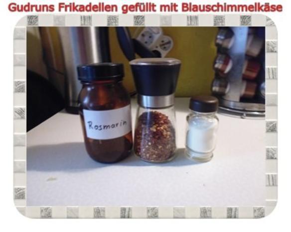 Hackfleisch: Gefüllte Frikadellen mit Blauschimmelkäse und Tomaten-Gorgonzolasoße - Rezept - Bild Nr. 10