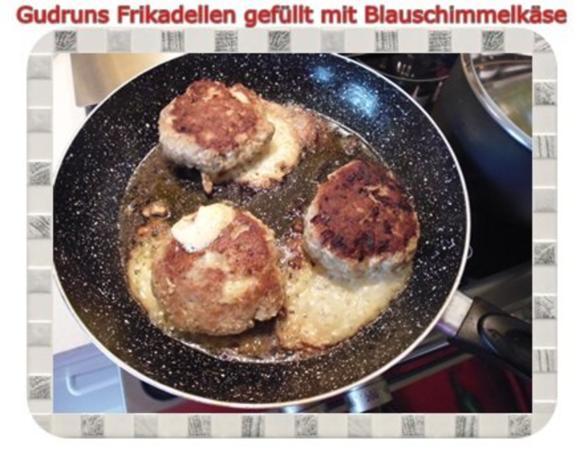 Hackfleisch: Gefüllte Frikadellen mit Blauschimmelkäse und Tomaten-Gorgonzolasoße - Rezept - Bild Nr. 15