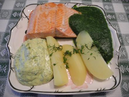 Rohen Spinat zum Wildlachs mit Kartoffeln, Naturreis und Budwig-Quark mit Avocado - Rezept