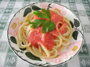 Rohe Tomatensoße an Kamut - Makkaroni - Rezept