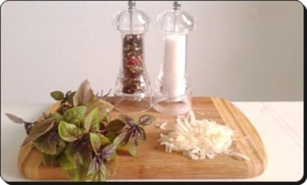 Selbstgemachtes Basilikum pesto auf Bandnudeln mit Tomaten - Rezept - Bild Nr. 7
