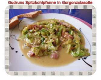 Gemüse: Spitzkohlpfanne in Gorgonzolasoße - Rezept