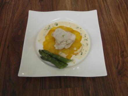 Gebratener Steinbutt auf Carpaccio von gelber Beete mit Limettenschaum und Kerbelrahmsoße - Rezept