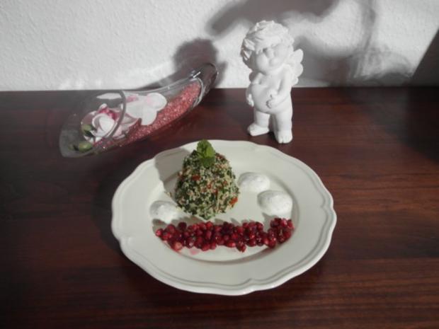 Taboulé mit Blattpetersilie, dazu Granatapfelsalat und marokkanischem Minz-Dip - Rezept