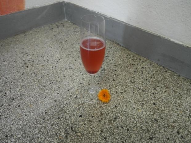 Beerenkuss - Walheimer Sekt mit Holunderbeerensirup - Rezept