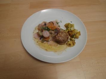 Rezept: Schweinefilet auf Wurzelgemüse und Petersilienkartoffeln in brauner Butter geschwenkt