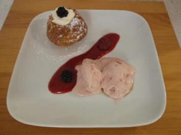 Himbeer-Rosmarin-Eis mit Mini-Gugelhupf - Rezept