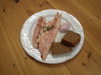 Geräucherte Forelle aus Hilgershausen am Meißner, Brombeerrahm und Selbstgebackenes Brot - Rezept