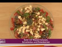 Salat mit Wassermelonen, Schafskäse und Pinienkernen (Bahar Kizil) - Rezept