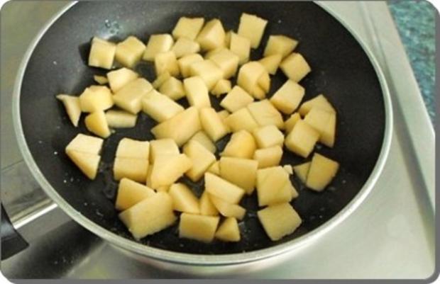Butternut Kürbis Cremesuppe mit karamellisiertem Apfel, Pinienkernen und Gebäckstangen daz - Rezept - Bild Nr. 12