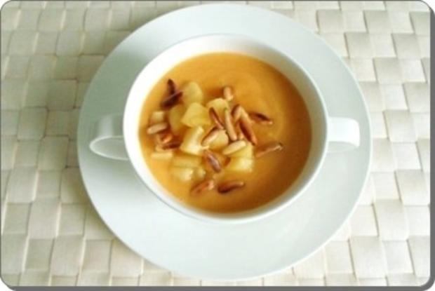 Butternut Kürbis Cremesuppe mit karamellisiertem Apfel, Pinienkernen und Gebäckstangen daz - Rezept - Bild Nr. 15