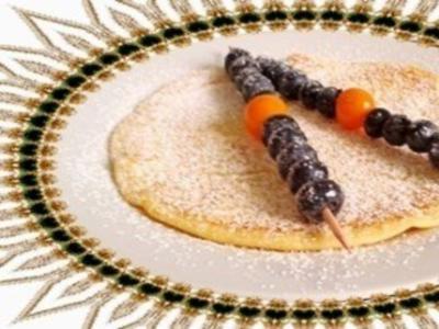 Pfannkuchen mit Heidelbeeren - Physalis -Spieße - Rezept