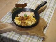 Krustenbraten mit Weißbier-Soße, hausgemachten Allgäuer Käsespatzen und Wiesenkräutersalat - Rezept