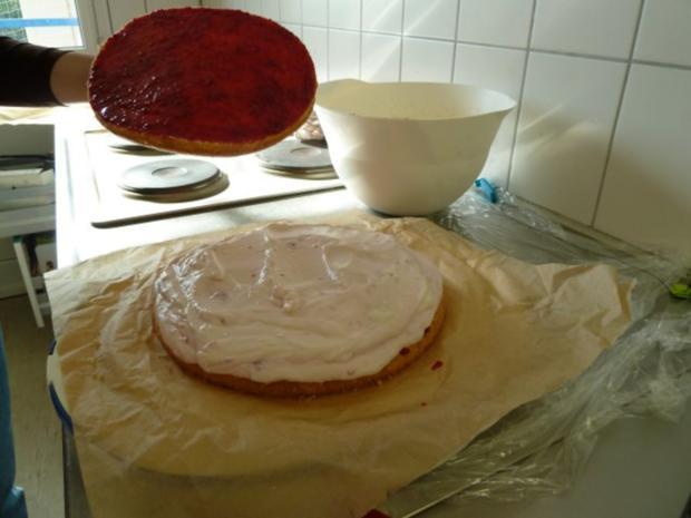 Himbeer-Schicht-Torte mit Schokoraspeln - Rezept - Bild Nr. 5