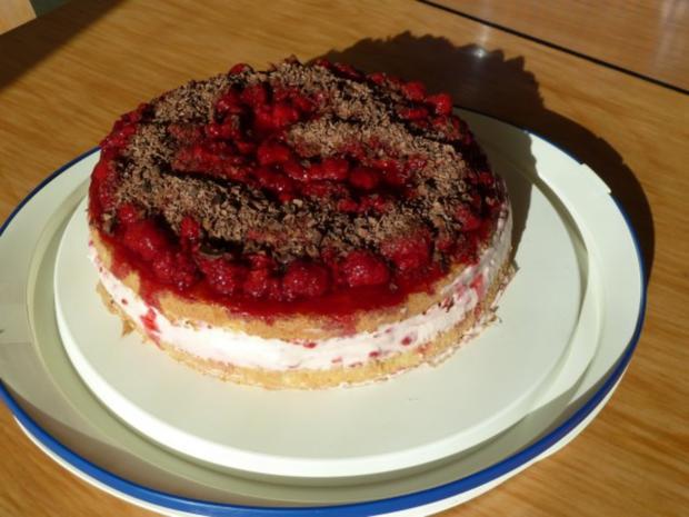 Himbeer-Schicht-Torte mit Schokoraspeln - Rezept