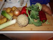 Wieder Gemüsesuppe; Hälfte püriert für Brühe; - Rezept