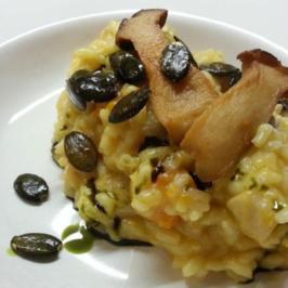 Butternut-Risotto mit Kräuterseitlingen, Kürbiskernöl und gerösteten Kürbiskernen - Rezept