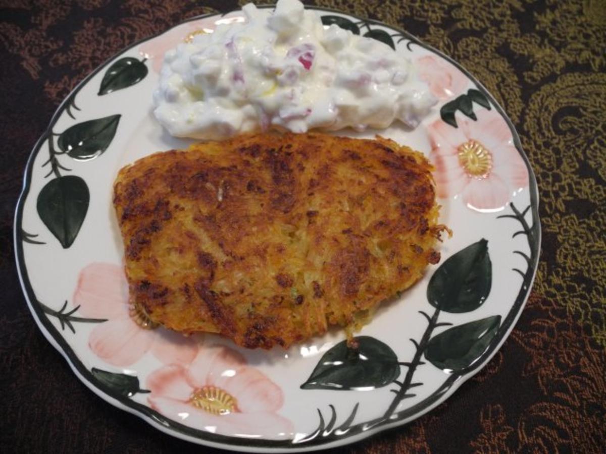 Kartoffel-Röstis mit Karottentrester an gewürfelten Ziegenkäse in Zwiebelquark nach Budwig - Rezept Von Einsendungen Forelle1962