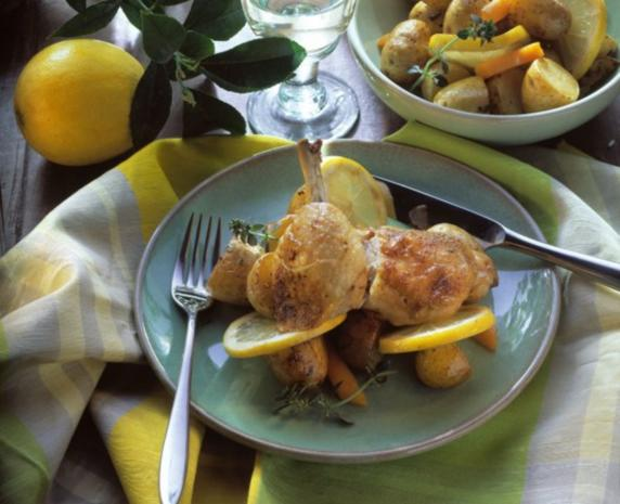 Hühnerkeulen mit Kartoffeln vom Blech - Rezept