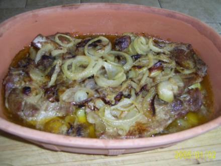 Schwein: Würzige Zwiebel-Nackenkoteletts - Rezept