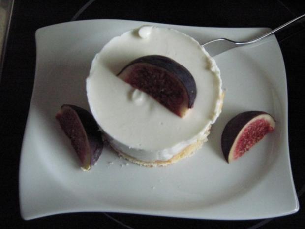 Quarktörtchen mit Birnenstückchen und Feige - Rezept