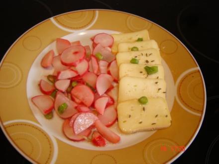 Radieschensalat an mariniertem Limburger - Rezept