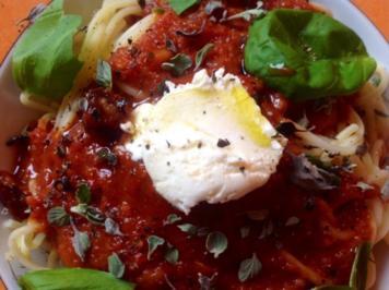 Spaghetti mit einer scharfen Tomaten-Dattelsoße - Rezept