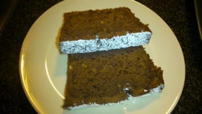 Saftiger Rotweinkuchen mit gebrannten Mandeln - Rezept