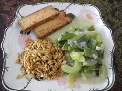 Schmorgurken an Kokosmilch mit Zuckerschoten dazu Kamut und Mandel - Tofu - Rezept