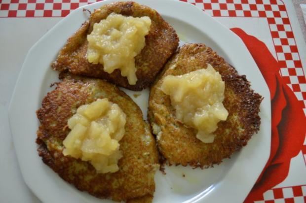 """Kartoffelpuffer / """"Reibekuchen"""" mit Apfelmus - Rezept - Bild Nr. 11"""